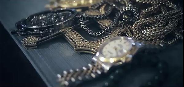 Wiz Khalifa - Black and Yellow music video - Pittsburgh chain
